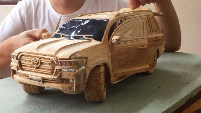 This Guy Carved A Cool Toyota Land Cruiser Out Of Wood